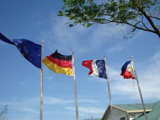 4_flags_at_EIS
